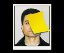 La photo de Mohammed Atta recouverte d'un post-it jaune