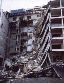 Immeuble de l'ambassade des États-Unis au Liban endommagé après un attentat